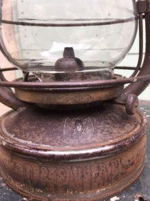 Lampe ancienne à pétrole marque BAT
