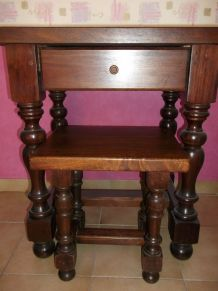 Table  avec tabouret en bois massif