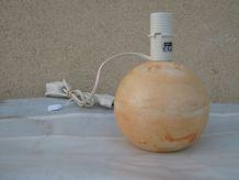 lampe boule en bois peint