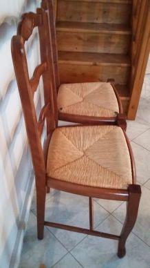 2 chaises en bois et paille