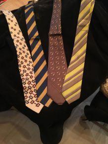 lots de 4 cravates Gucci
