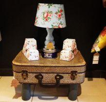 Petite table de chevet valise vintage