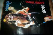 REVUE HARD ROCK NO 26  de 86 + POSTER GEANT AC/DC