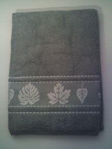 Drap de bain gris neuf