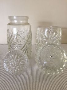 2 pots en verre ciselé