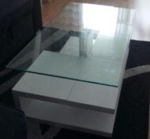 Table basse blanche laqué, dessus en verre