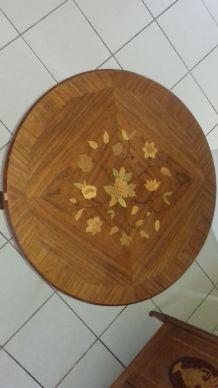 Petite table ronde en marqueterie