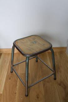 Tabouret d'école ou d'atelier en métal et bois style industriel