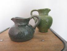 Duo de pichets en céramique dans les tons pastels