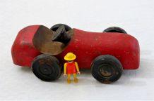 Voiture vintage en bois rouge