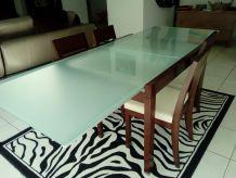 table salle a manger  boix exotique et en verre trempé