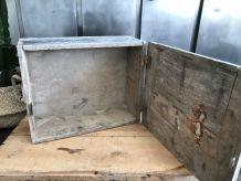 Ancienne caisse à munitions en bois