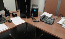 Deux bureaux démontés