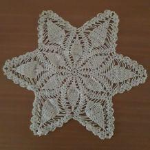 Napperon forme étoile, couleur blanc, fait main