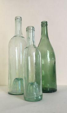 Ensemble de trois bouteilles vintage