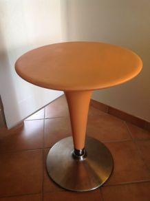 Table Bombo orange design Stefano Giovannoni pour Magis