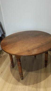 Table ronde ancienne en bois noyer