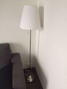 Lampadaire salon blanc + ampoule neuve