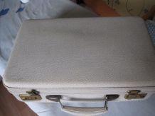 Petite valise week-end gris clair