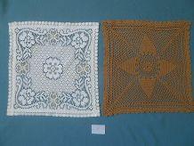 2 napperons carrés  anciens