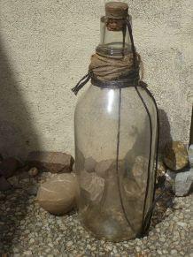 ancienne carafe  de  peche (vairon , gougeon)