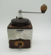 ancien moulin à café Peugeot modèle Peuginox