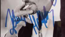 photo noir et blanc signée Johnny Hallyday excellent état 10