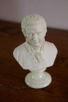 statuette de Mozart en albâtre sur socle onyx