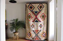 Grand tapis azilal berbere tissé main au Maroc