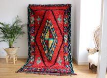 Grand tapis boucherouite berbère tissé main au Maroc