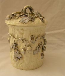Pot en porcelaine blanche de Langeais Rare