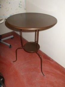 Jolie table d'appoint metallique