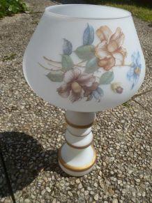 vase cornet type opaline blanche, ancien