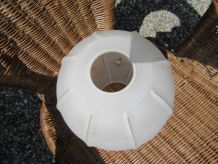 Globe en verre poli et verre martelé à pans façon ballon de