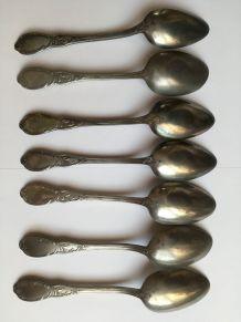 7 cuillères à soupe anciennes en étain