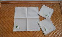 3 serviettes à thé