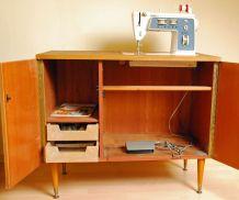 Machine à coudre Singer 744 dans son meuble