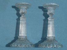 bougeoirs anciens en verre moulé