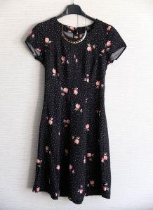 Robe  retro mi saison courte noire fleurs roses H&M