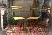 Chaises de jardin pliantes patinées anciennes