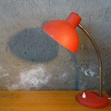 Lampe de  bureau en métal rouge effet granité 1950