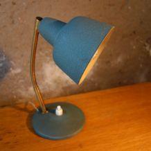 Lampe de bureau 1950 texturée bleue en métal et dorée
