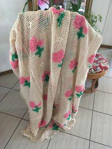 Couverture style bohème au crochet coton perlé .