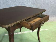 Table bureau Louis XV en noyer et simili cuir du XVIIIème