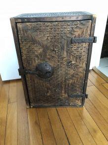 meuble à tiroirs très ancien (provenance Amérique Latine)