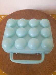 boite à oeufs vintage en plastique bleu pastel