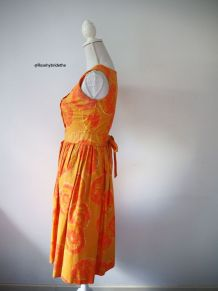 Robe babydoll orange aux motifs fleuris vintage 50's 60's