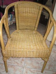lot 2 chaises rotin (identiques)