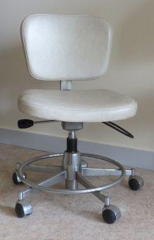 Chaise bureau skaï blanc des années 70