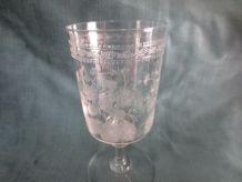 6 verres à pied en cristal ciselé et monogrammé